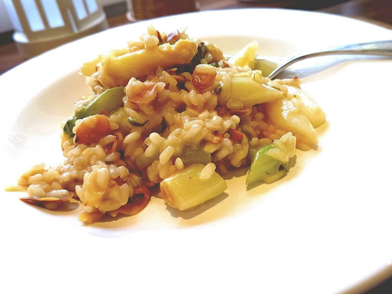 Spargel Risotto mit gerösteten Mandeln