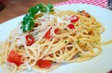 Spaghetti Aioli mit Kräutern und Tomaten