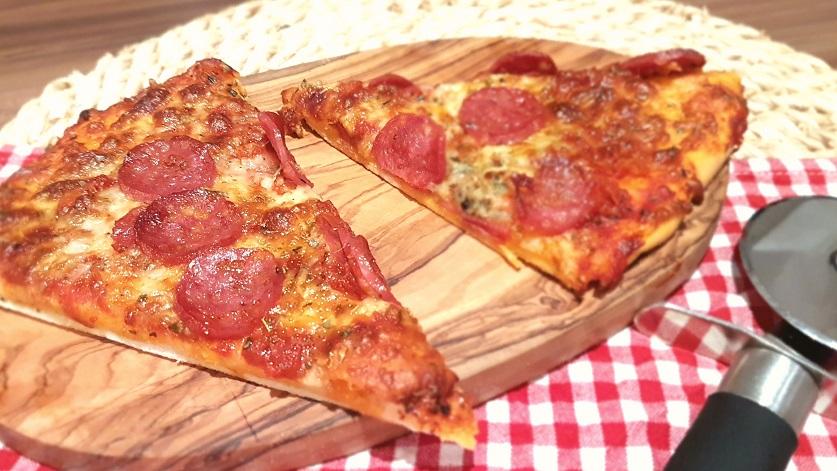 Grundrezept dünner Pizzaboden mit Hefe Italienisch