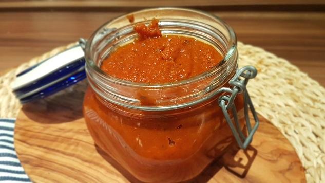 Grundrezept Tomatensauce für Pizzabelag