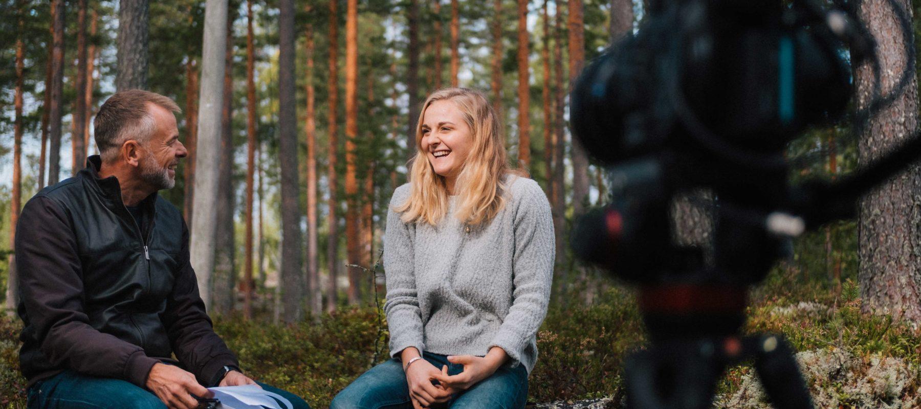 Anders Holmberg har träffat Stina Nilsson och gjort fyra personliga intervjuer om sportjournalistik, fokus, familj och mentorskap. Samtalsämnen som vi tror att många, inte minst unga kvinnor, kan inspireras av.