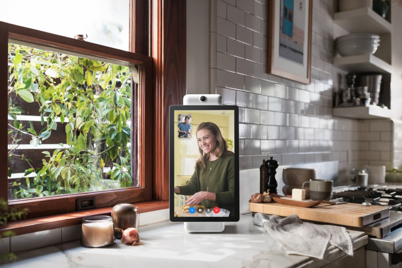 Facebook has released the first gadget - smart screen for video calls 026d21750f7e57f14