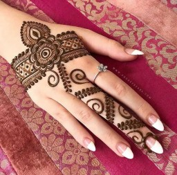 elegant-mehndi-design-for-eid