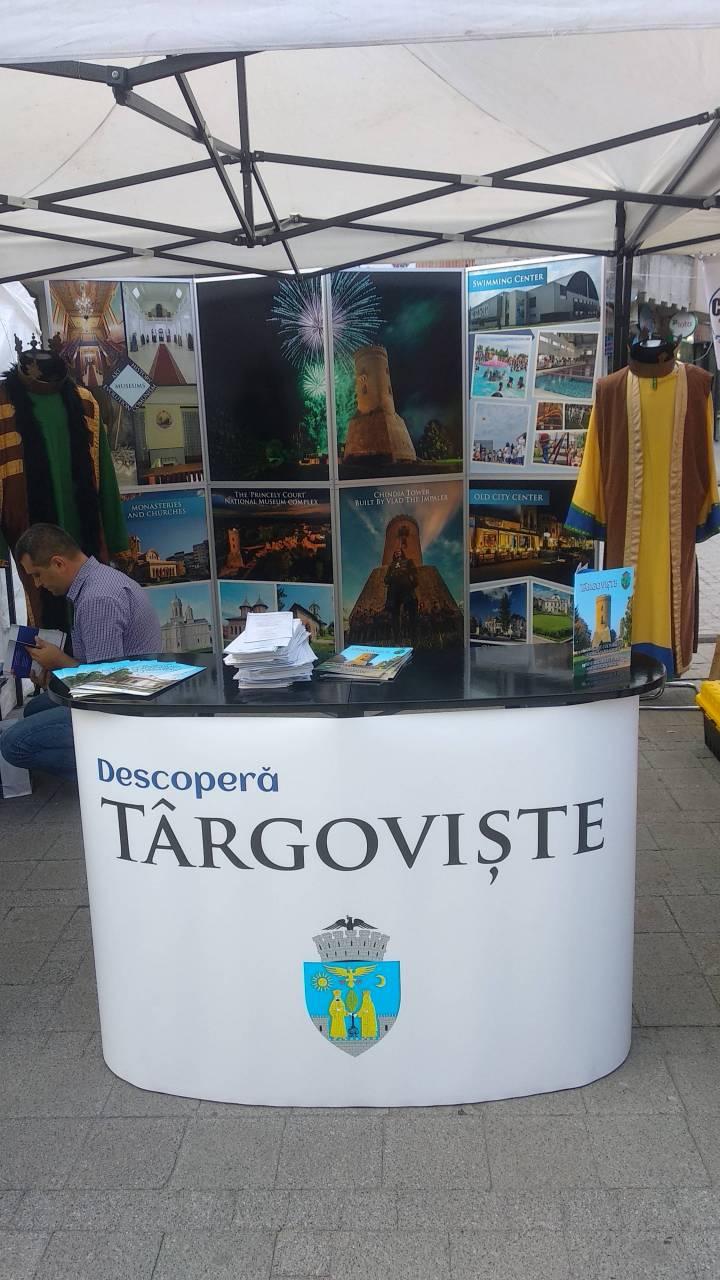 Zilele Targovistei - squarul primariei 19-09-06 - Biroul de informare turistuca al primariei Targoviste