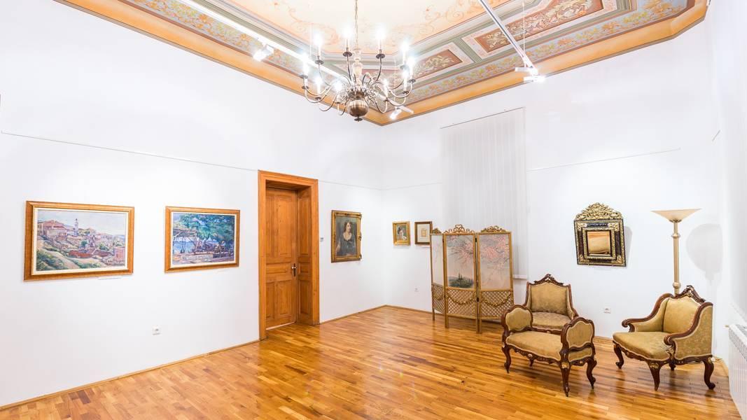 Interioarele muzeului de arta 19-10-01