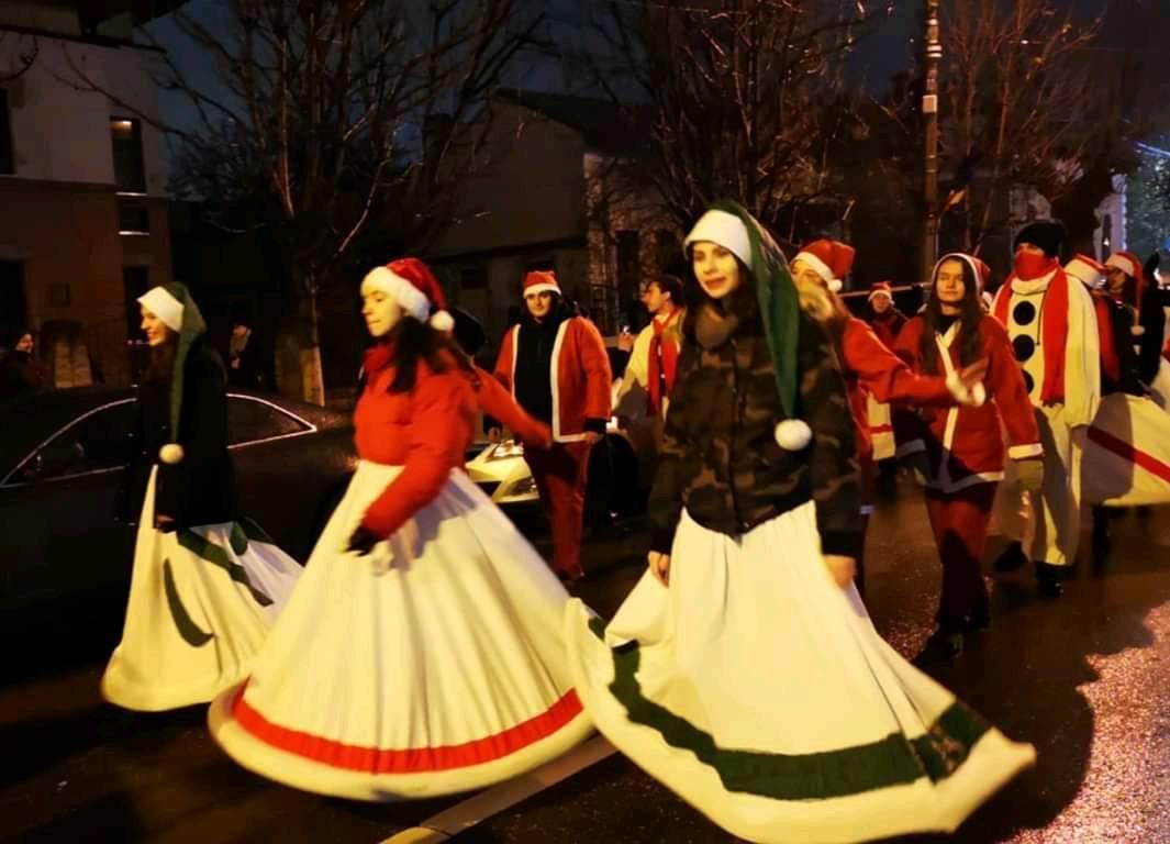 Santa is coming to town 2019 19-12-13 - Alaiul de craciunite si spiridusi ....
