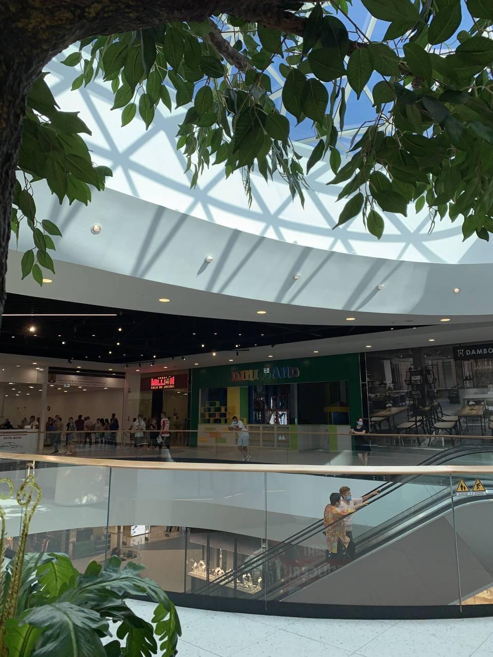 Dambovita Mall interior 20-09-15
