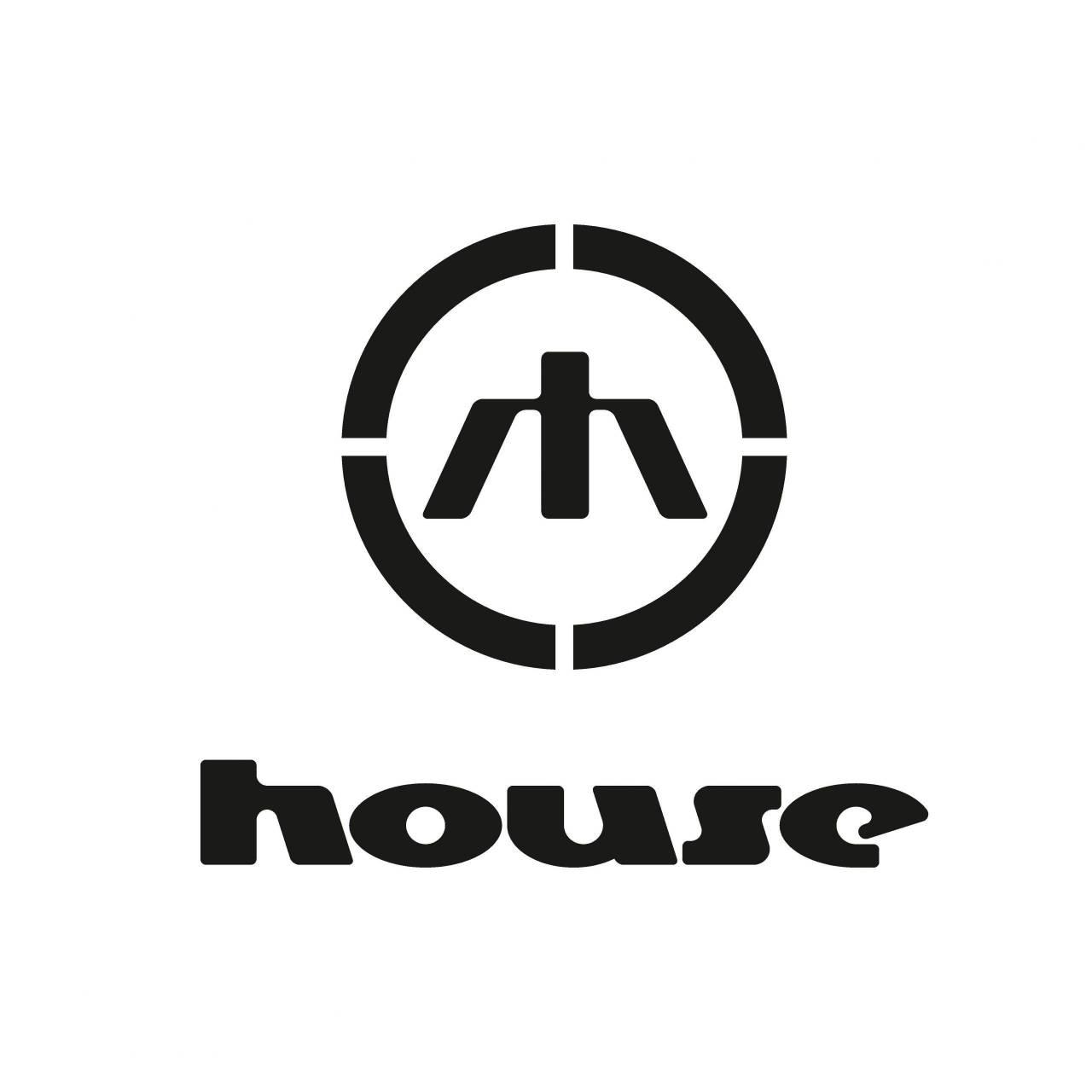 Brandurile prezente in DambvitaMall 20-10-27 -  House combină ultimele tendințe din lumea modei cu street style-ul. Articolele House sunt casual, oferind un look îndrăzneț, un mix între articole simple și piese statement.  În colecțiile sale, brandul se inspiră din muzica pop, artă, cultură contemporană și tendințele din social media. House te încurajează să nu iei moda prea în serios, să nu urmezi reguli și să te joci cu articolele vestimentare exact așa cum simți!