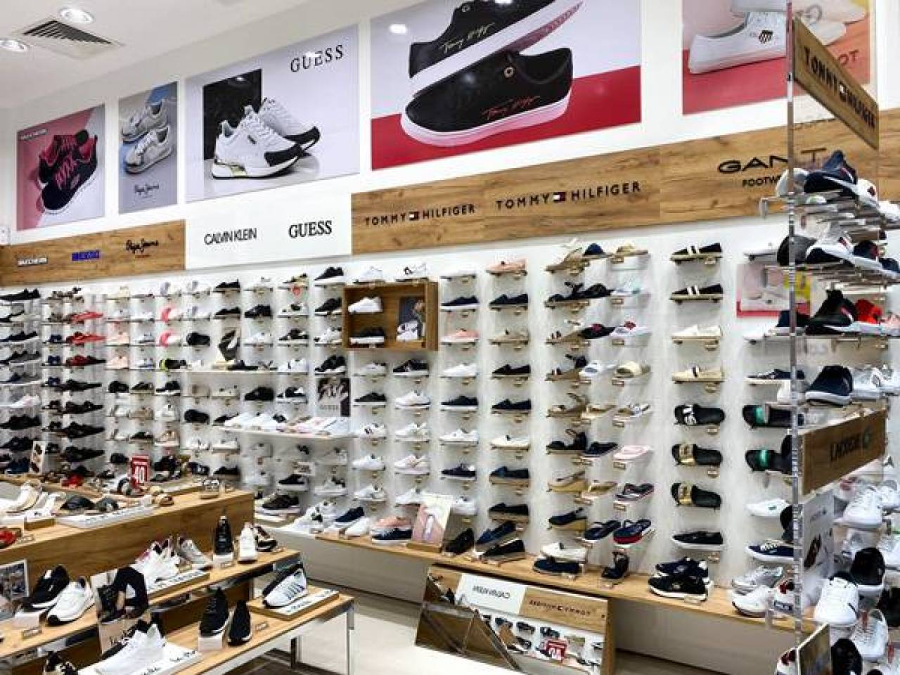magazinul OFFICE shoes din Dambovita Mall 21-06-01