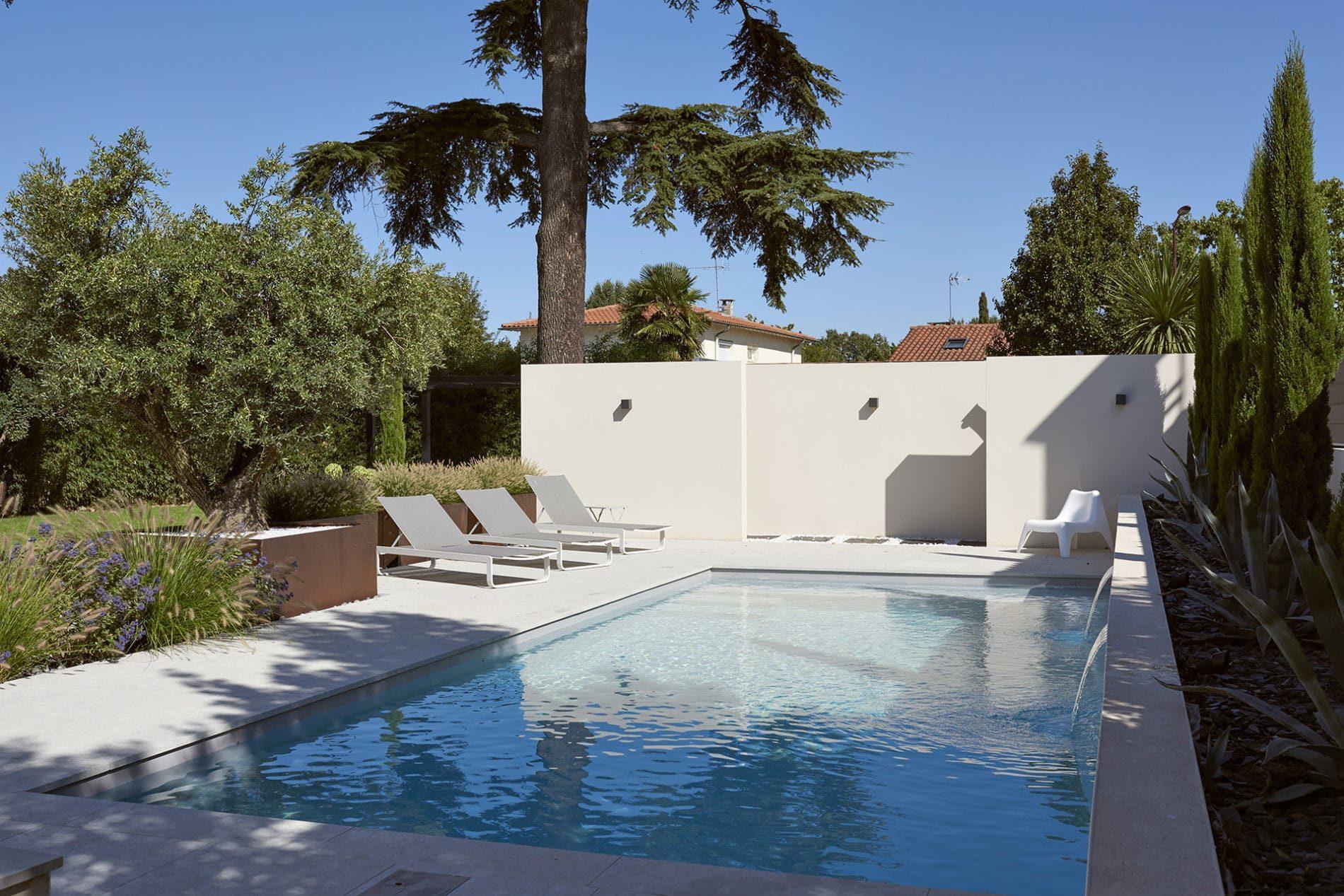 les tapes de la remise en service de la piscine au printemps. Black Bedroom Furniture Sets. Home Design Ideas