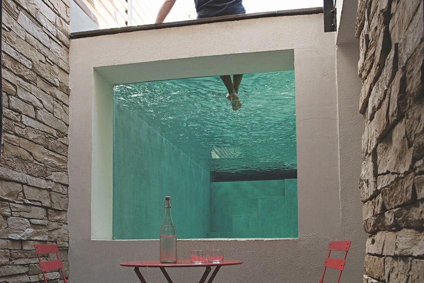 idees-piscine-fenêtre-verre