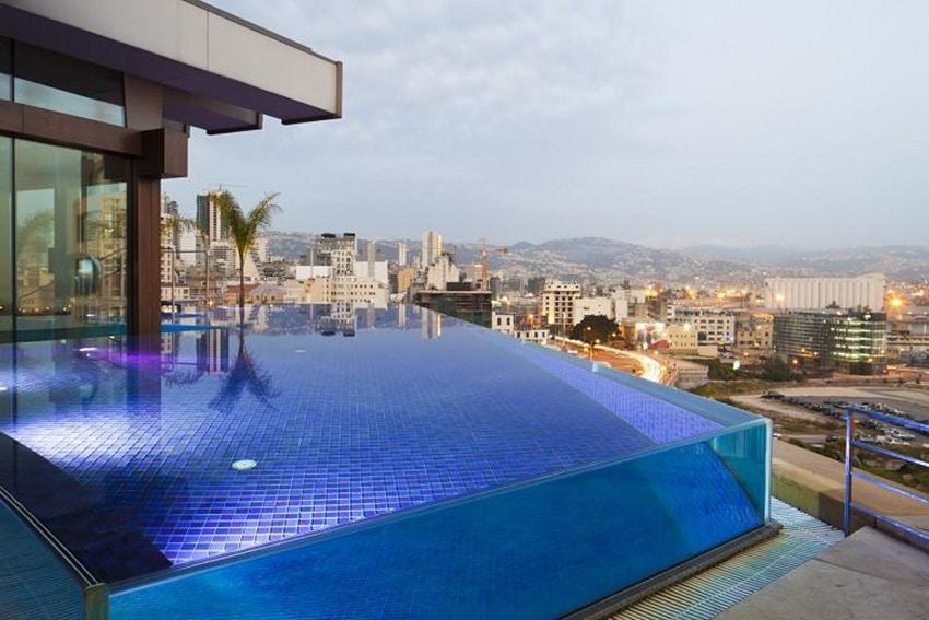 10 belles piscines parois de verre sur un ou plusieurs c t s
