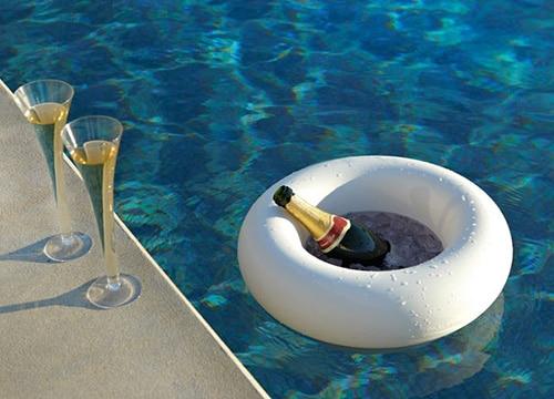8 accessoires pour lézarder au bord de votre piscine cet été