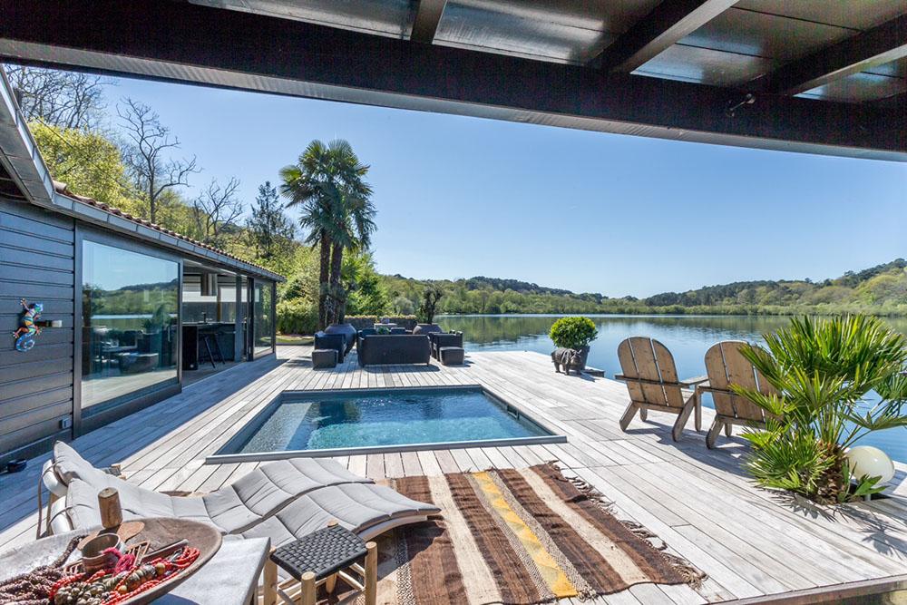 la piscine carr e le carnet d 39 inspiration de carr bleu. Black Bedroom Furniture Sets. Home Design Ideas