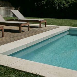 Margelle de piscine en forme de L