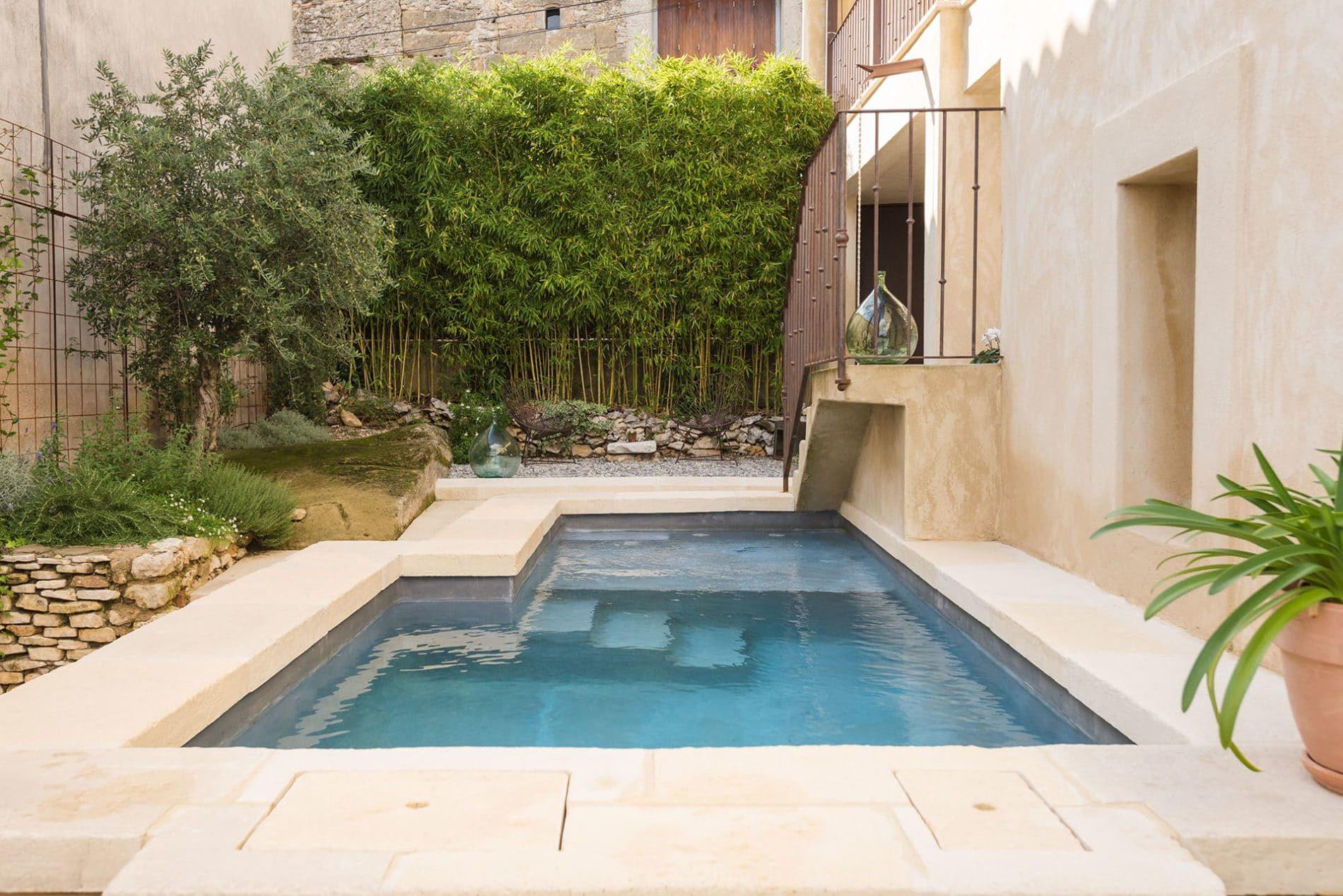 Comment aménager un petit jardin avec une mini piscine ...