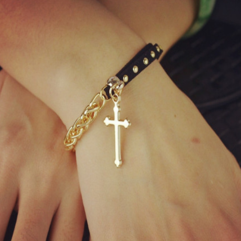 Μαύρο βραχιόλι με χρυσή αλυσίδα   διακοσμητικό σταυρό - ACCESSORISTA 8703565cc69