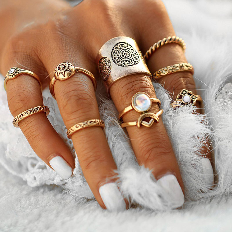 Σετ 10 δαχτυλίδια σε χρυσό χρώματος με υπέροχα Vintage σχέδια.