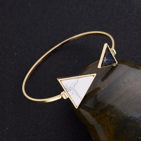 Χρυσό βραχιόλι triangle & marble effect σε μαύρο & λευκό χρώμα