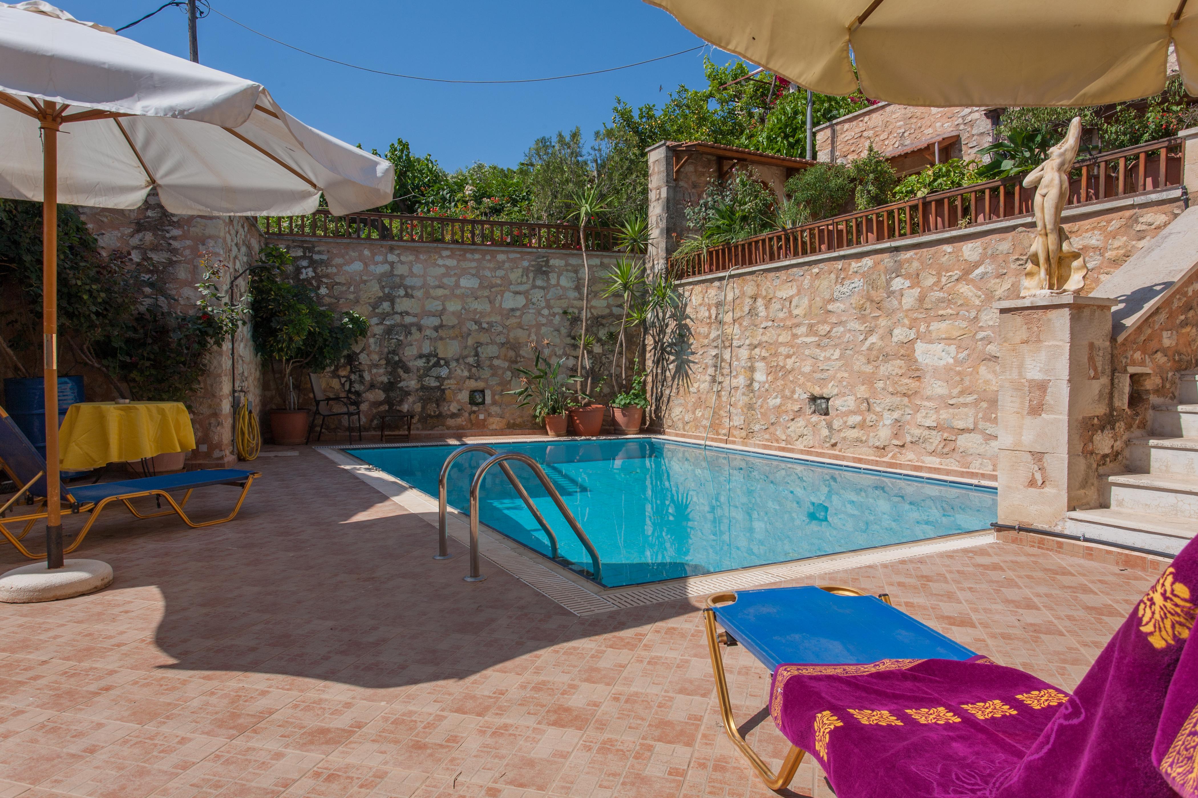 Ferienhaus In der Nhe von Strnden, 2 hnliche Huser mit Pool zu teilen (2401991), Neon Khorion Kriti, Kreta Nordküste, Kreta, Griechenland, Bild 2