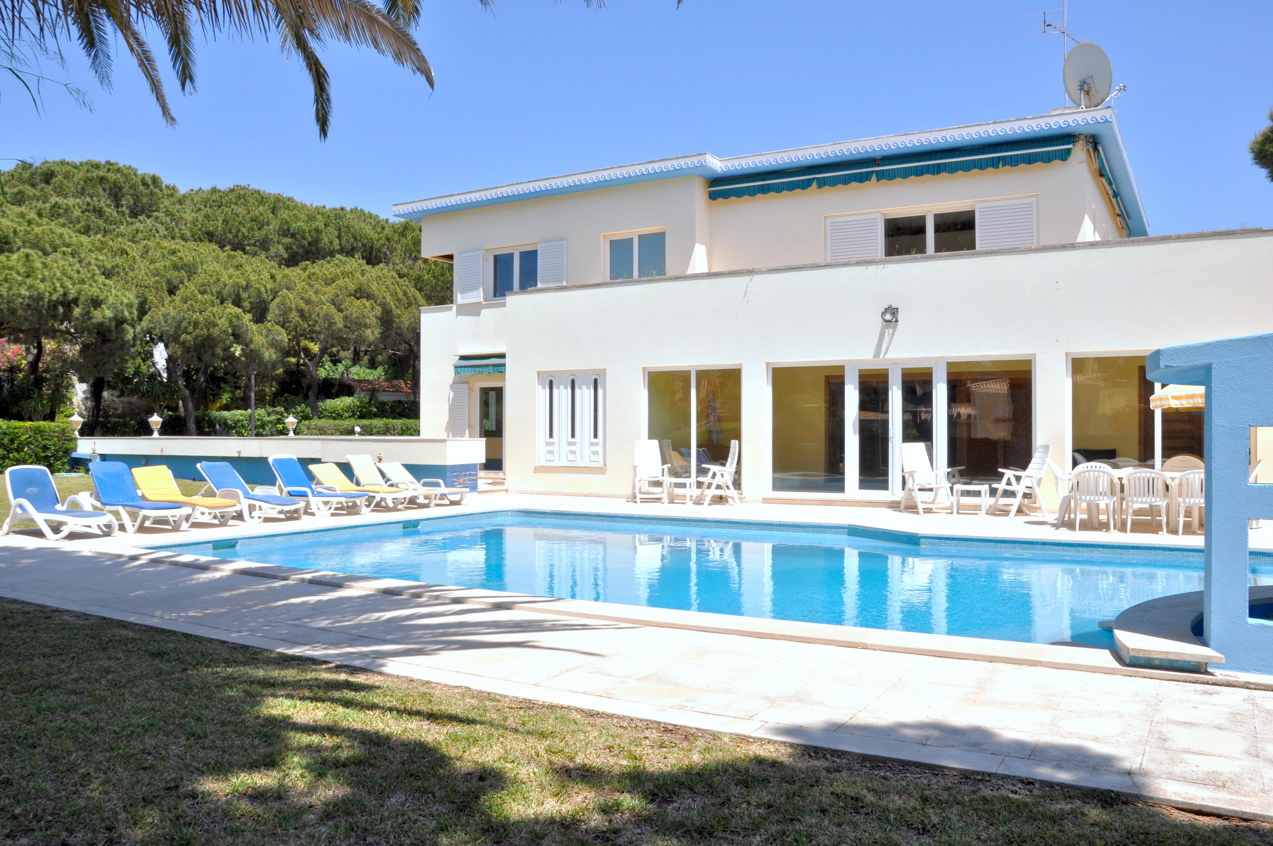 Eine charmante gemutliche Atmosphare empfangt Sie in dieser beeindruckenden Villa in