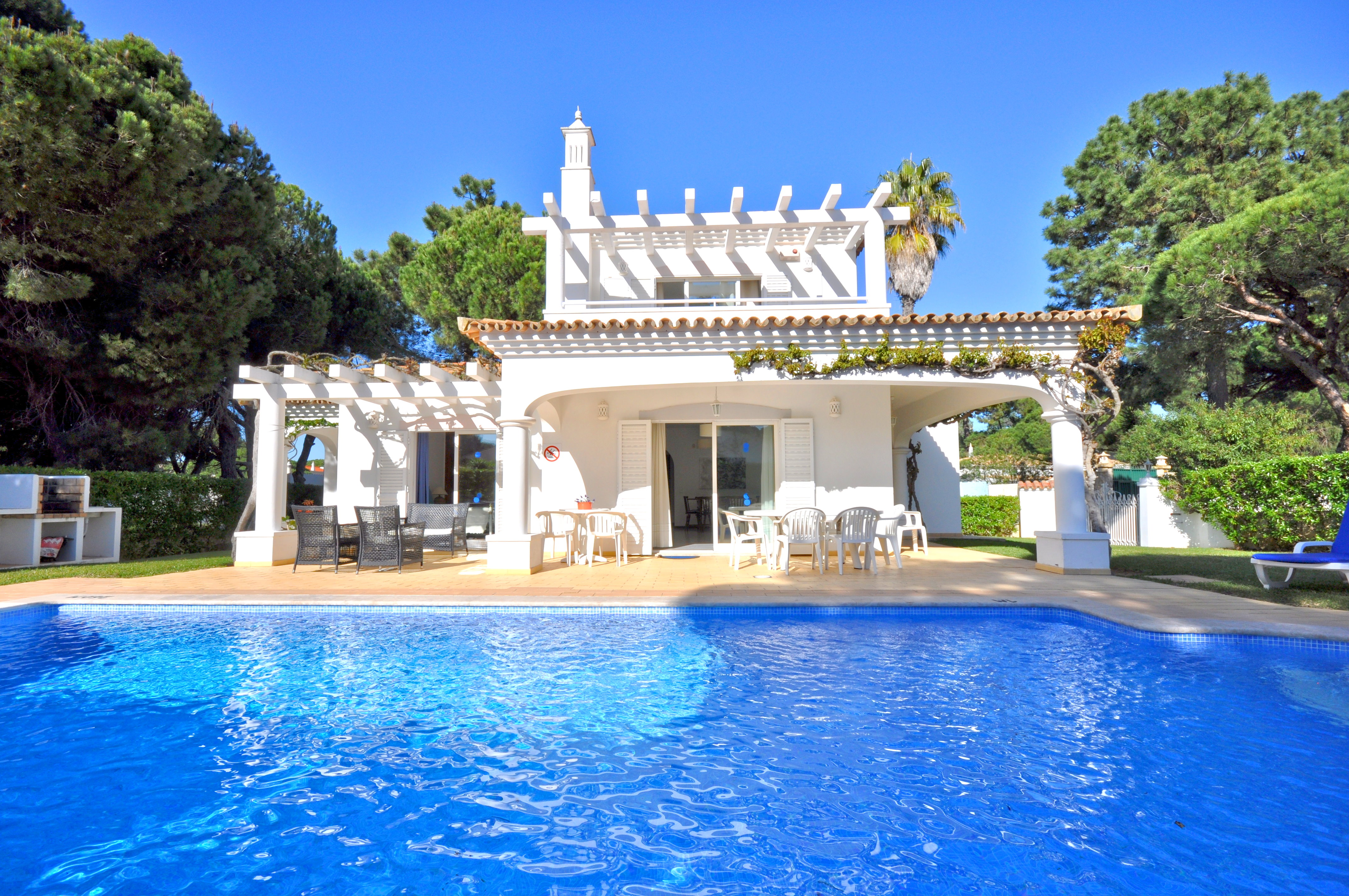 Great pool villa just a short stroll to the centre