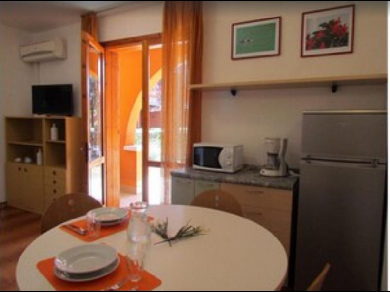 Great Apartment in Residence with Private Garden - Parking - Airco - Pools