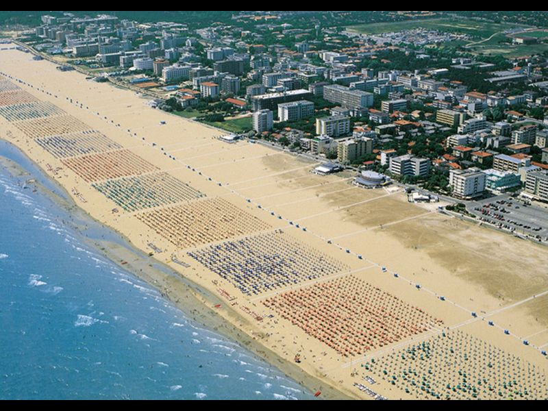 Beachfront Condo Lido dei Pini - Airco - Private Parking - Beach Place