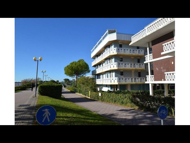 Very nice apartment facing the beach in lovely complex
