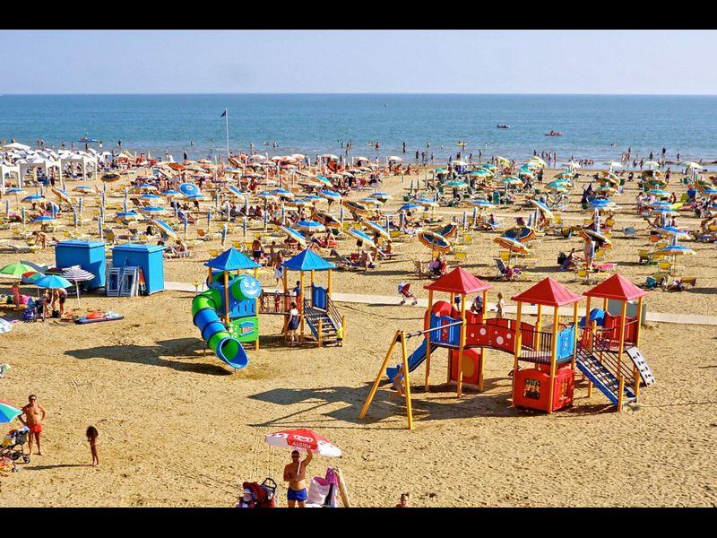 Quiet Condo Lido dei Pini - Close to the Beach - Aircondo - Private Parking