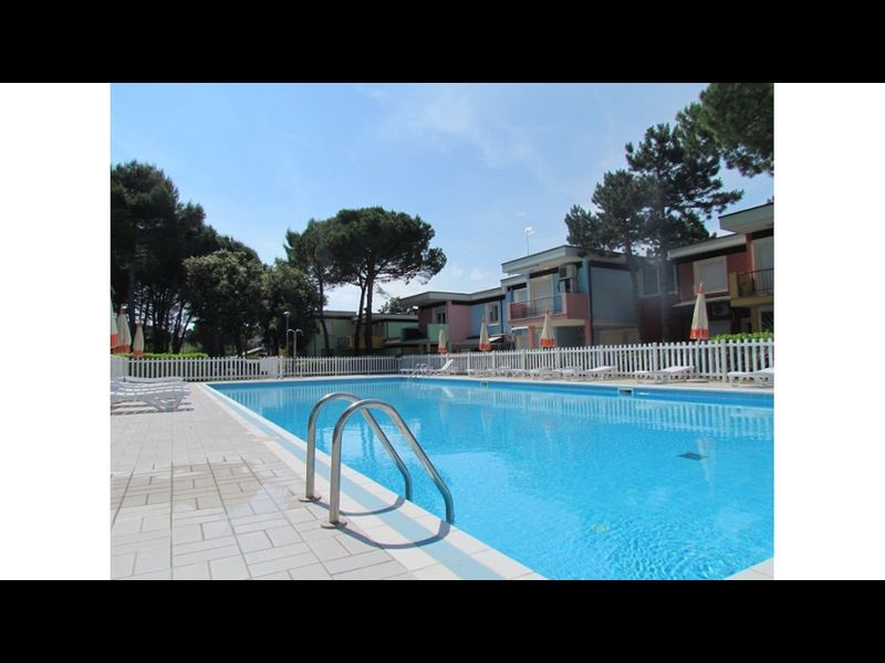 Beautiful and modern village with terraced houses and swimming pool