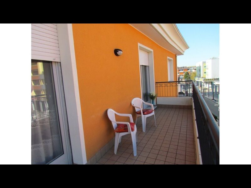Large Apartment for up to 9 guests - Great Location - Including Beach Place