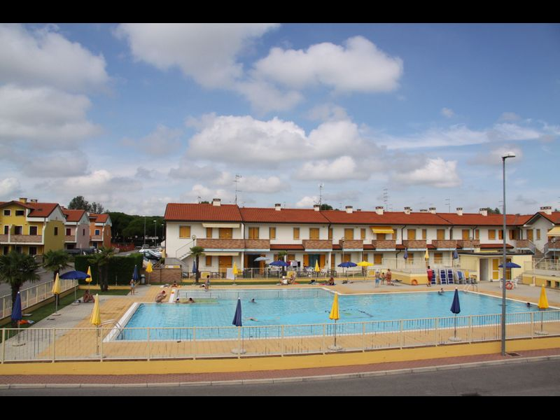 Appartamento con due Camere in Residence con Piscina a Rosolina Mare