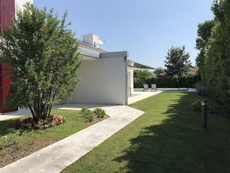 Modern Villa with Private Pool in Isola Albarella