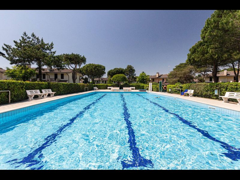 Lovely house in residence with pool - Great Location