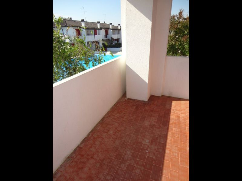 Villa in front of the pedestrian area with pool