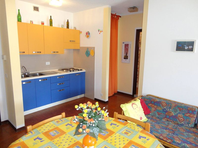 Beautiful Apartment For 5 People-pool-tv