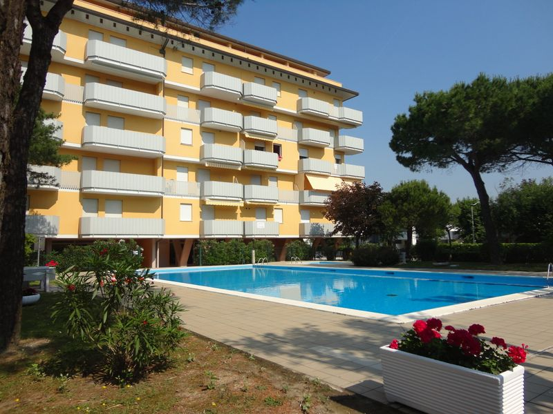 Apartment With Pool In Excellent Location