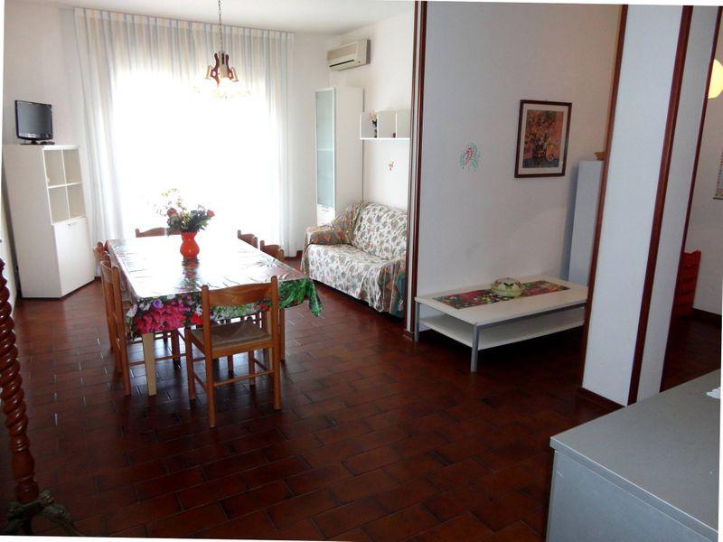 Apartment Near the Beach-pool-tv-a/c