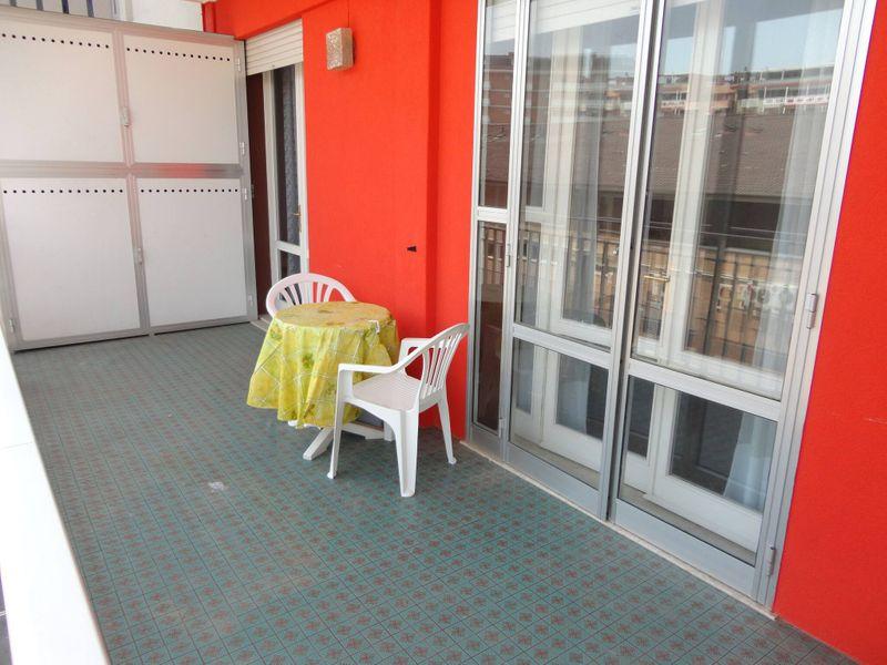 Nice Apartment Near the Beach-pool-tv