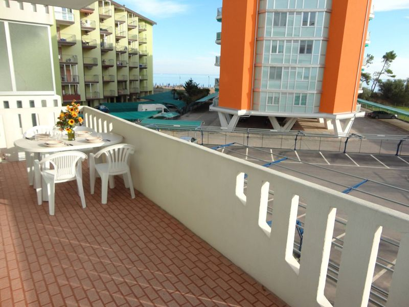 Apartment For 5 People Near The Beach