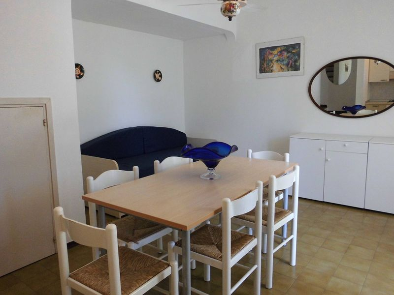 Beautiful Villa For 6 People-pool-tv-a/c
