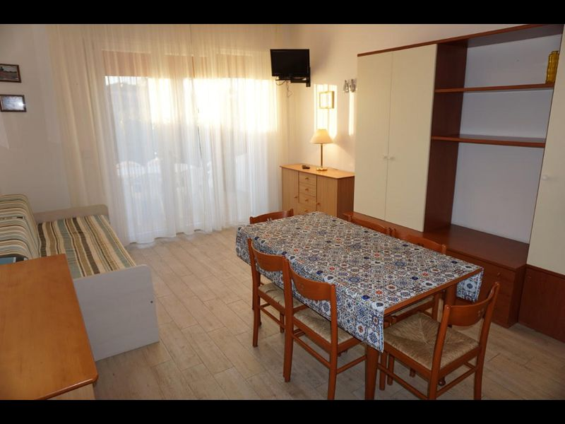 Beautiful villa with garden For 6 - Tv - A/c