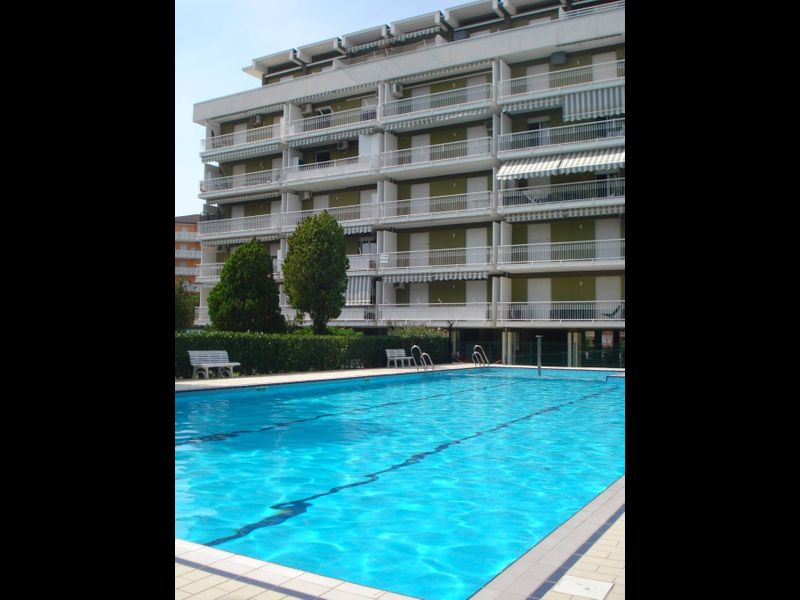 Beautiful Apartment For 5 People-pool-terra