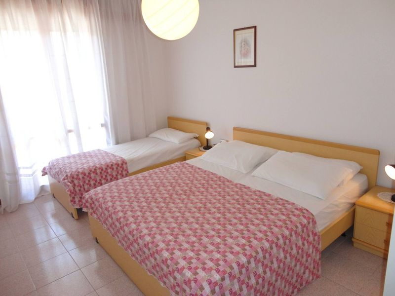 Beautiful Apartment For 5 People-pool-tv-a/c