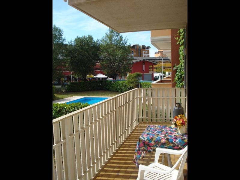 Beautiful Apartment for 5 People -terrace-pool-tv