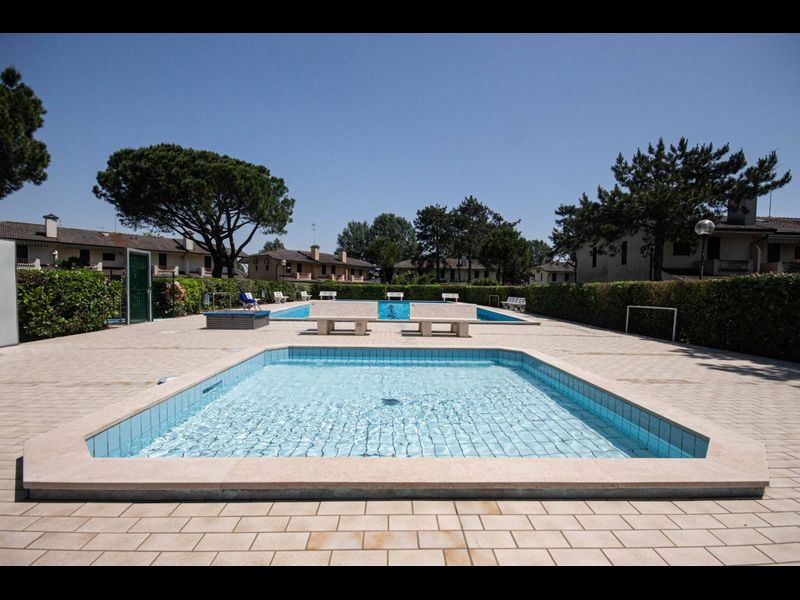 Beautiful Terraced House With Pool-tv-a/c