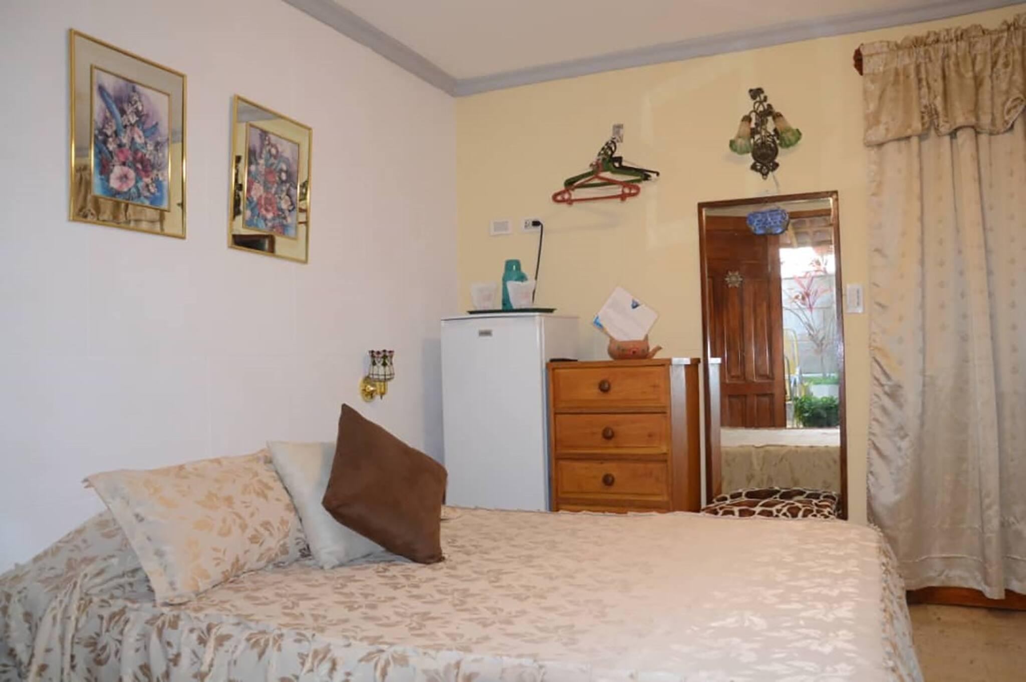 Wacos House, Zimmer 2 - Ein friedliches und komfortables Schlafzimmer im Herzen von Varadero