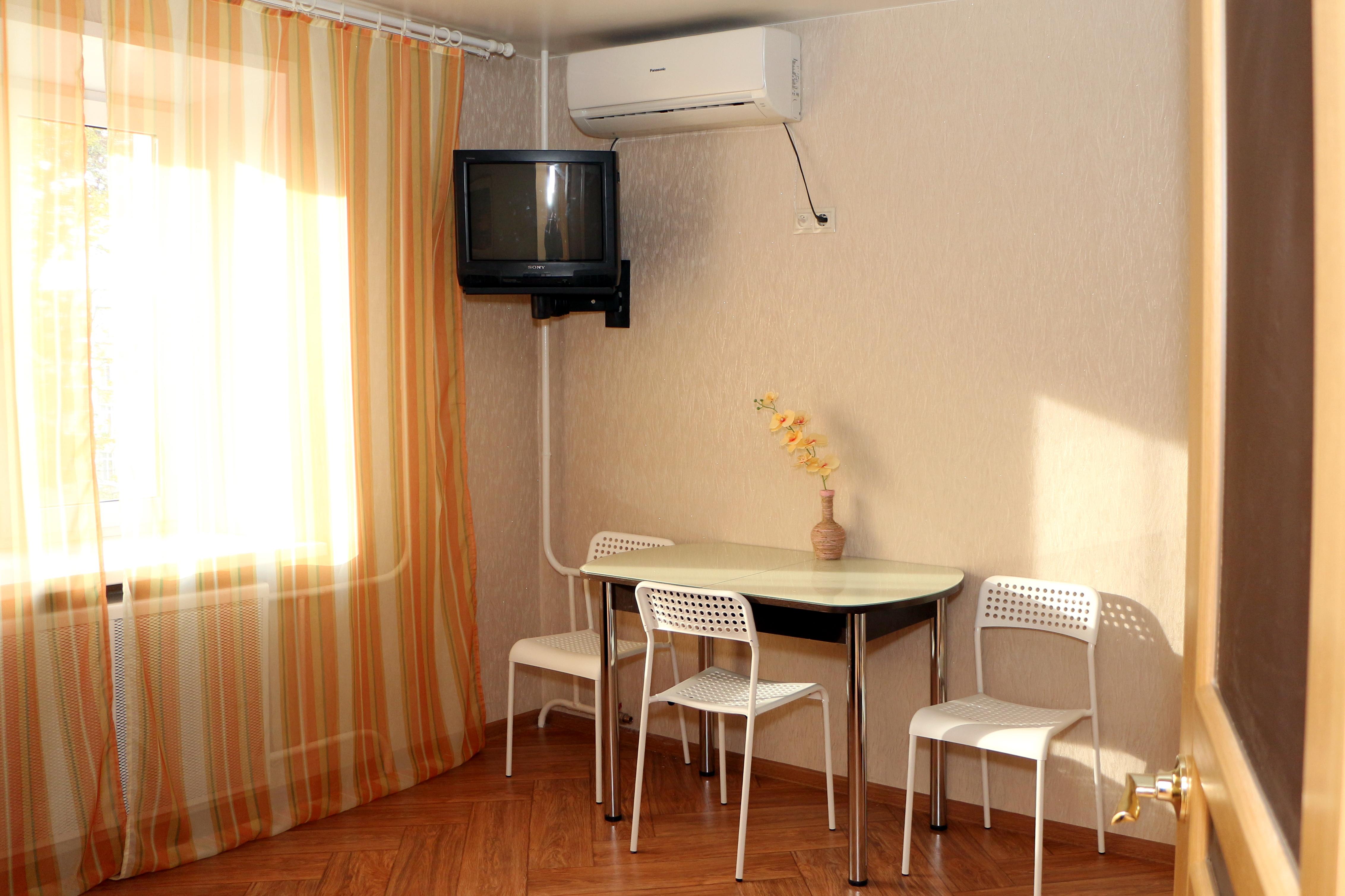 1 Zimmer Apartment mit Kucke und Balkon in Ulyanovsk sehr zentral