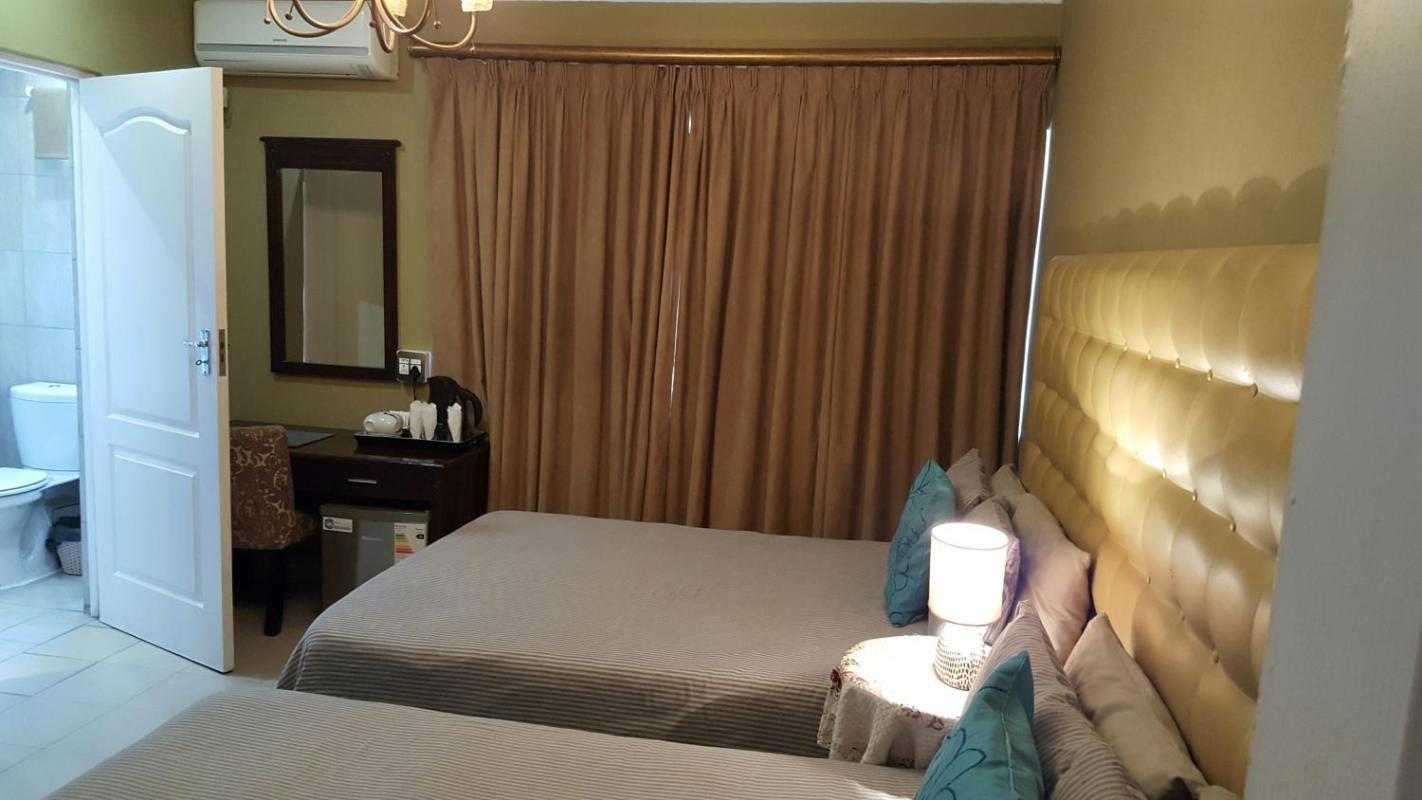 Savoy Lodge - Budget Standard Doppelzimmer  in Südafrika